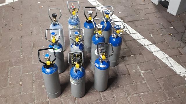 Bestuurder aangehouden voor gebruiken lachgas en vervoeren gasflessen