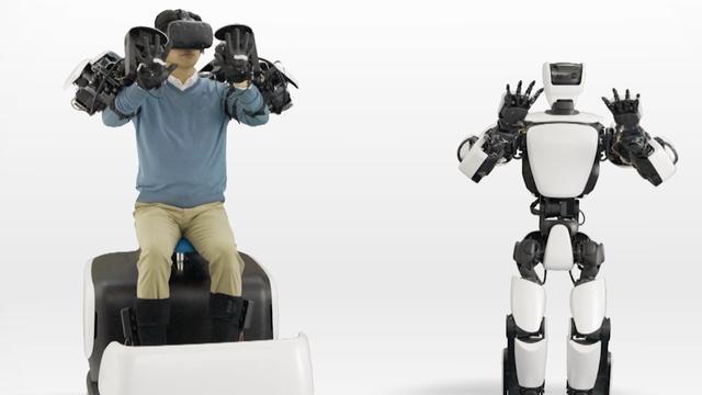 Mensachtige Toyota-robot kopieert bewegingen van bestuurder