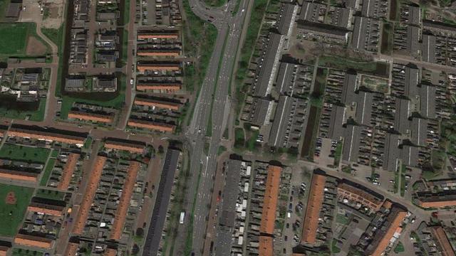Weg bij Zoutmanstraat opengebroken vanwege werkzaamheden