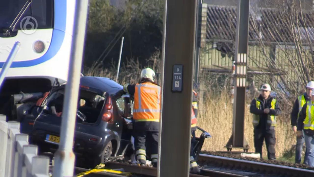 Persoon overleden na aanrijding trein met auto in Utrecht
