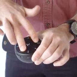 Instrument in zakformaat kan met gebaren worden bespeeld