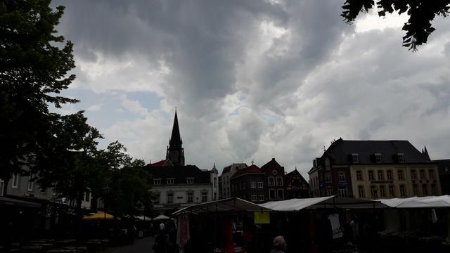 Weerbericht: Bewolkte dag met kans op lichte regen, warm weekend