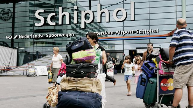 Schiphol adviseert reizigers op tijd te komen rondom meivakantie