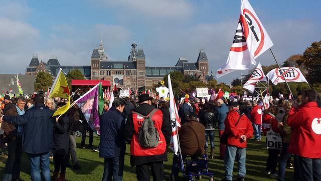 Duizenden bij demonstratie tegen CETA en TTIP in Amsterdam