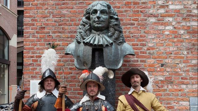 Gronings standbeeld Von Rabenhaupt kijkt eindelijk weer naar het zuiden