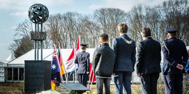 MH17-monument onthuld bij vliegbasis Eindhoven
