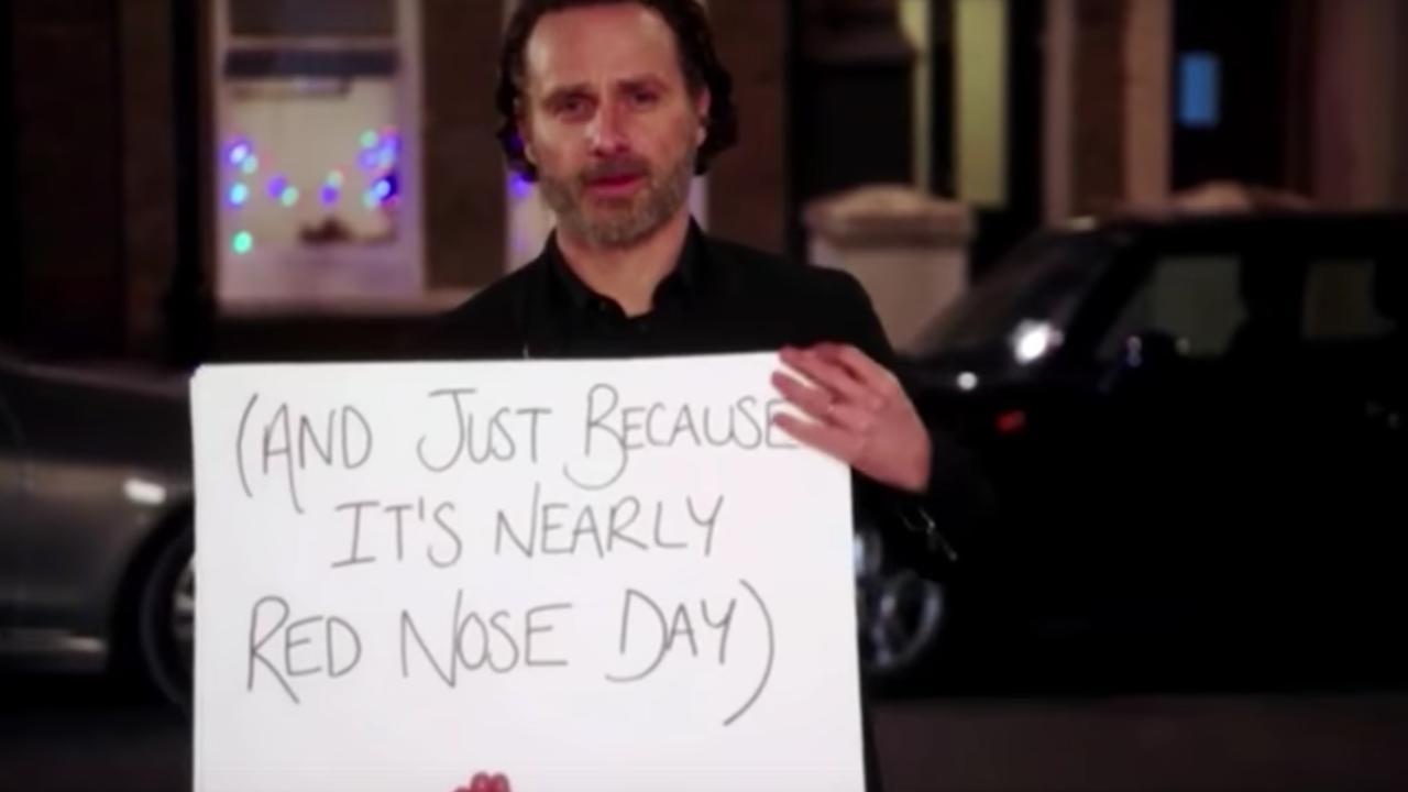Andrew Lincoln speelt scène uit Love Actually na voor reünie