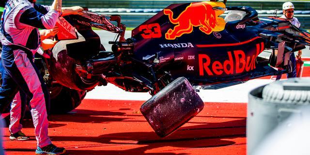 Verstappen en Bottas crashen in tweede vrije training GP Oostenrijk