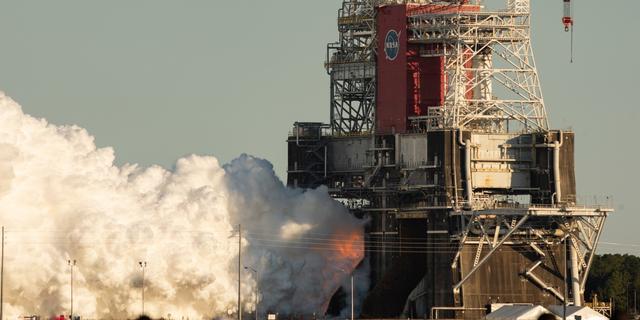 NASA onderbreekt eerste test met rakettrap voor maanmissies