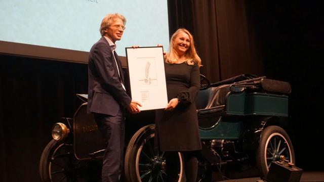 Utrechter Robin Berg ontvangt duurzaamheidsprijs uit handen minister Schultz