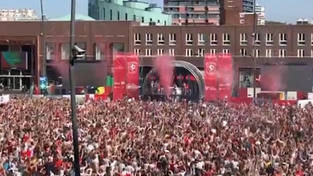 Feest op plein in Enschede na promotie FC Twente