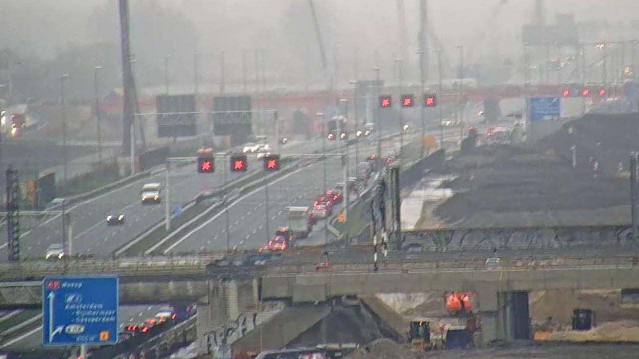 File op A9 naar Diemen door groot ongeval