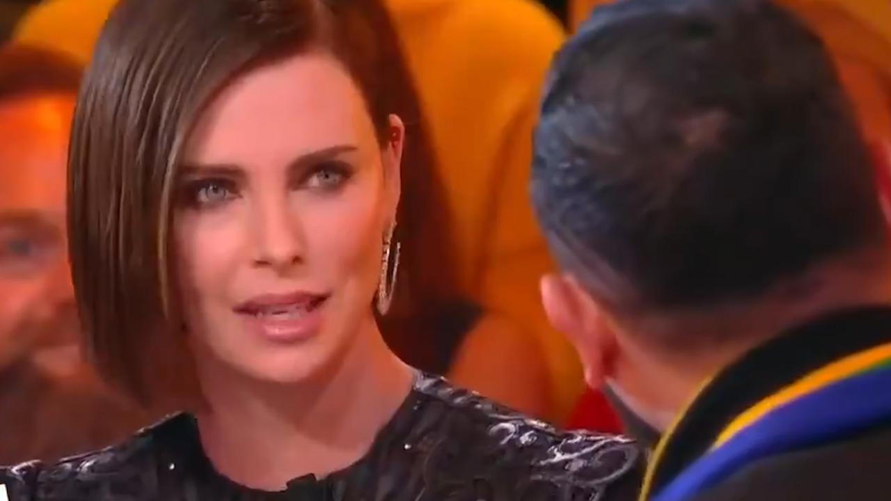 Charlize Theron wijst Franse tv-presentator terecht na kussen vertaler