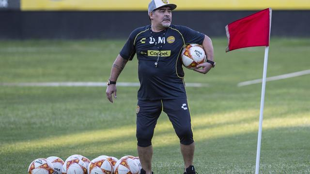 Maradona wegens maagbloeding kort opgenomen in ziekenhuis