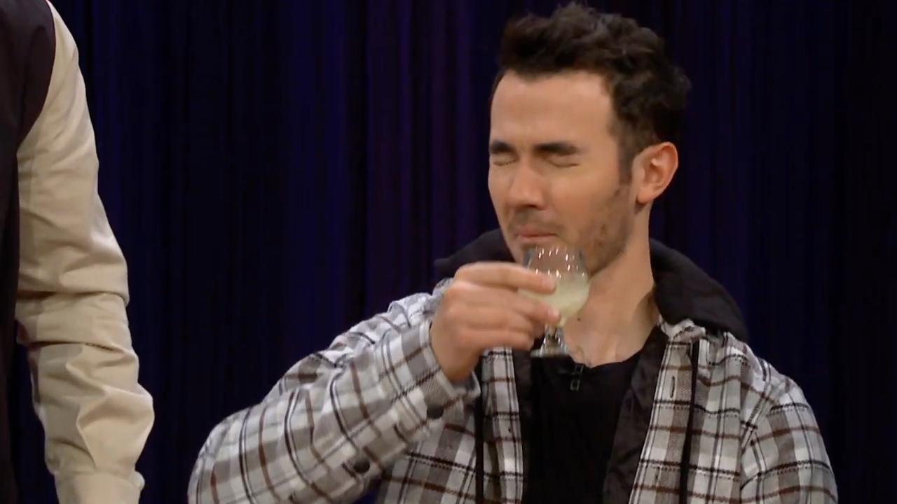 Jonas Brothers drinken vogelslijm bij James Corden