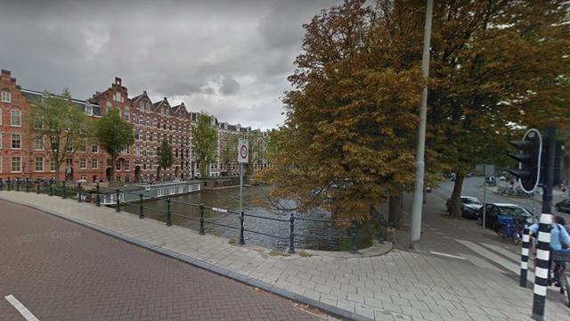 Traumahelikopter landt in stadsdeel Centrum voor drenkeling in de Amstel