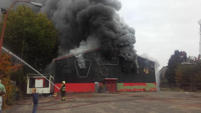 Uitslaande brand in voormalige disco Skopje in Harkstede
