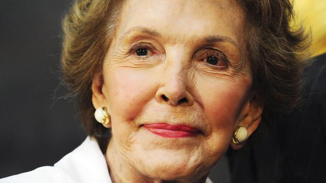Voormalige presidentsvrouw Nancy Reagan in besloten kring begraven
