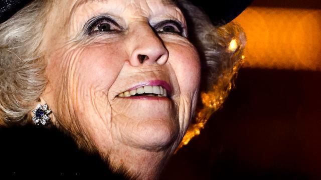 Prinses Beatrix brengt bezoek aan Oud-Vossemeer