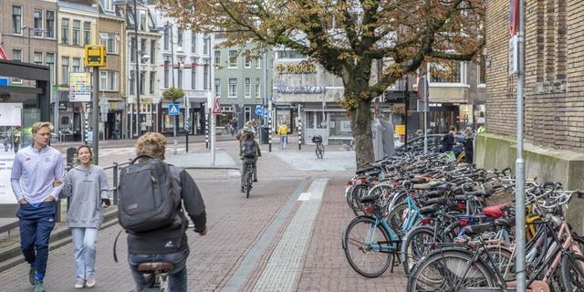 Fietsenrekken tijdelijk weg uit Potterstraat voor meer ruimte voetgangers
