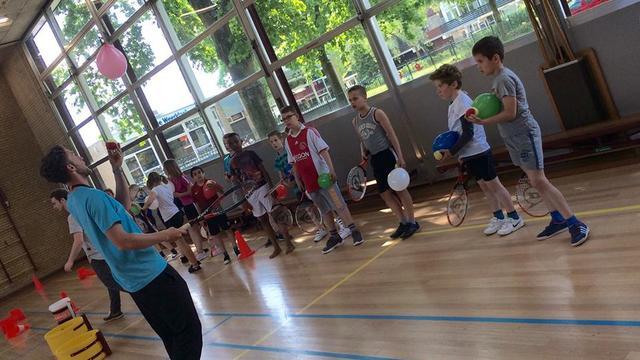 Tennisclinics op basisscholen voor speciaal onderwijs