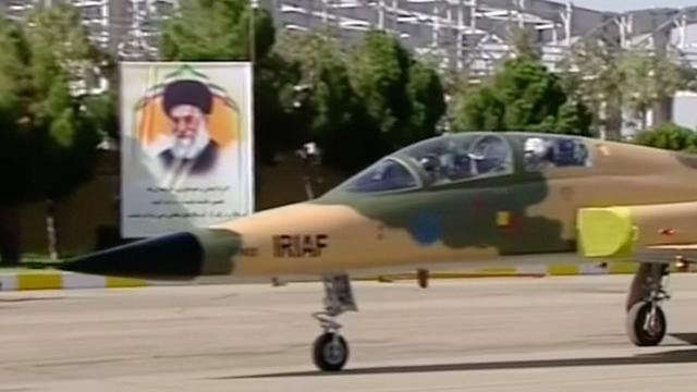 Iran presenteert zelfgeproduceerd gevechtsvliegtuig