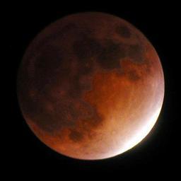 'Bloedmaan' maandagochtend overal te zien, behalve op de Wadden