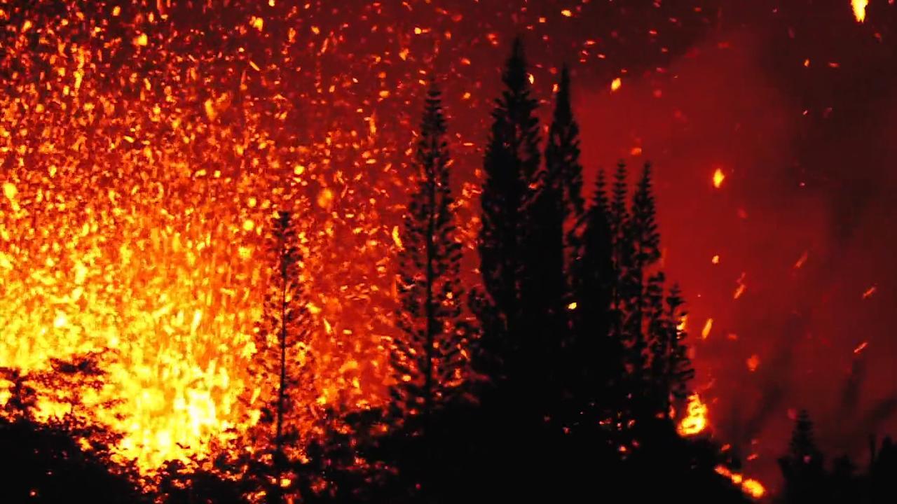 Lava spuwt met harde knallen uit scheur op Hawaï