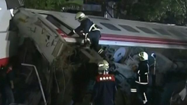 Reddingswerkers zoeken overlevenden na zwaar treinongeluk Taiwan