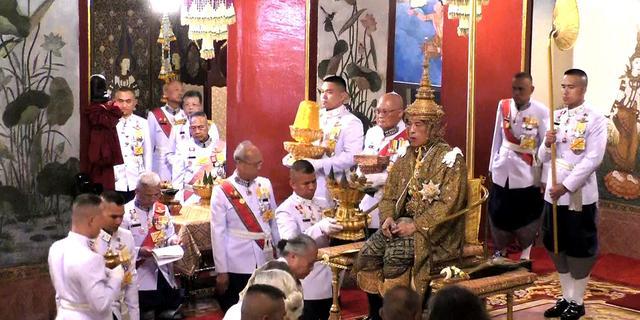Thaise koning Vajiralongkorn officieel gekroond tijdens ceremonie
