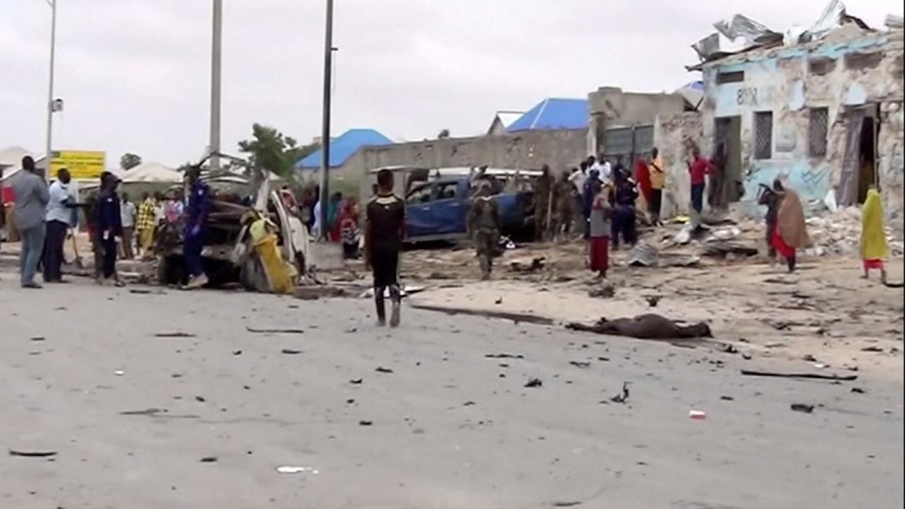 Bus vol inzittenden verwoest bij dodelijke zelfmoordaanslag Somalië