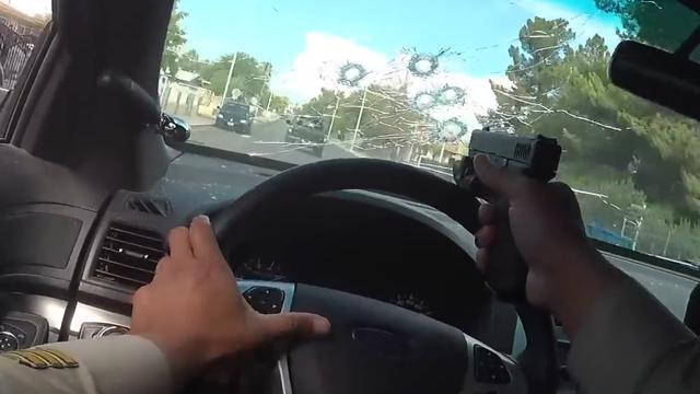 Bodycam filmt hoe agent door eigen voorruit schiet in VS