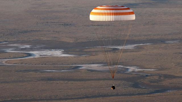 ISS-bemanningsleden geland in Kazachstan met Sojoez-capsule