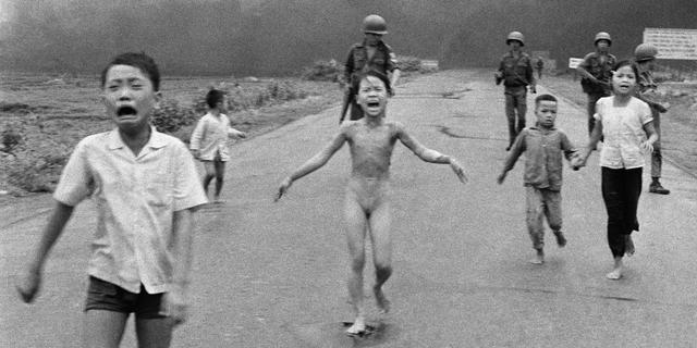 Facebook vindt historische foto 'napalmmeisje' te naakt