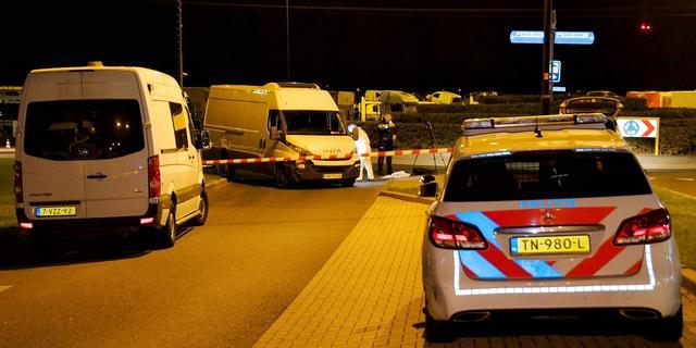Twee auto's raken zwaar beschadigd door botsing op A4 bij Leiden