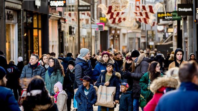 Consumenten geven meer uit in december