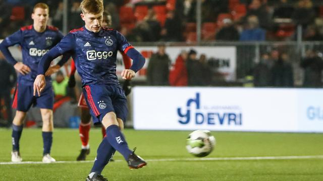 Jong Ajax in extremis langs Almere City, NEC wint bij RKC