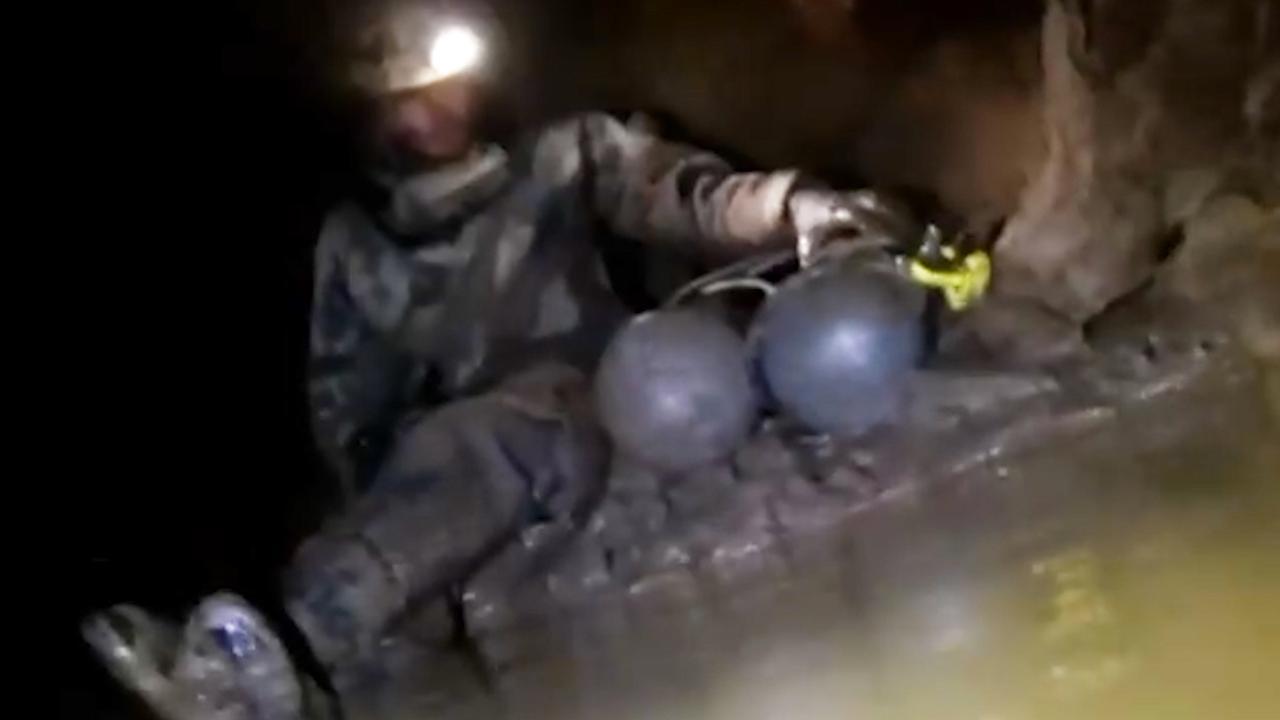 Redder Thais voetbalteam nu zelf uit Amerikaanse grot bevrijd