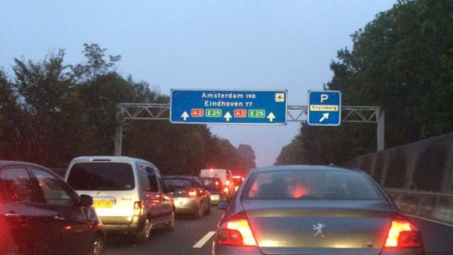 Lange files op A2 na ongelukken in Limburg.