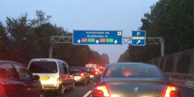 Zeer drukke ochtendspits op A2 na ongelukken in Limburg