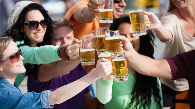 Waarom mensen steeds meer alcoholvrije drank drinken