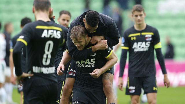 Moeizame zege AZ bij negen man FC Groningen, PEC klopt FC Emmen