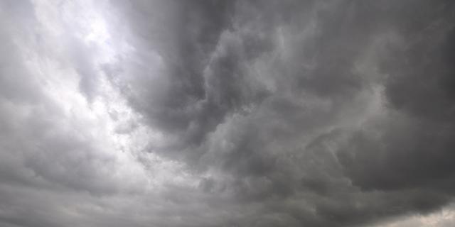 Weerbericht: Onweer en zware buien in de ochtend, later afwisselend zon