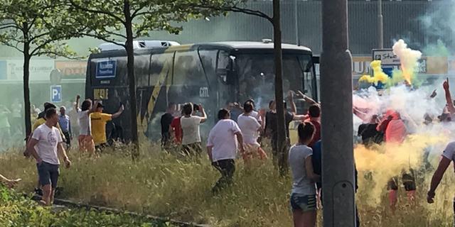 NAC Breda met vuurwerk uitgezwaaid voor promotieduel