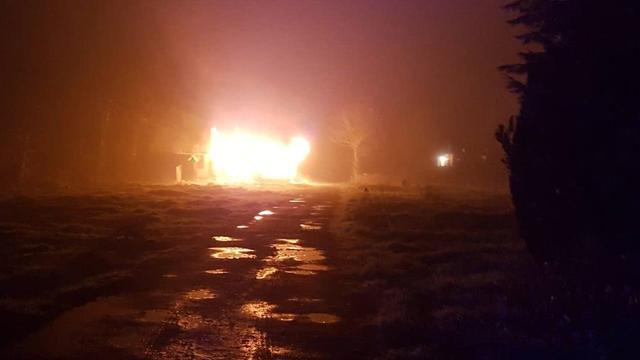 Stacaravan in Nieuw-Vossemeer brandt volledig uit