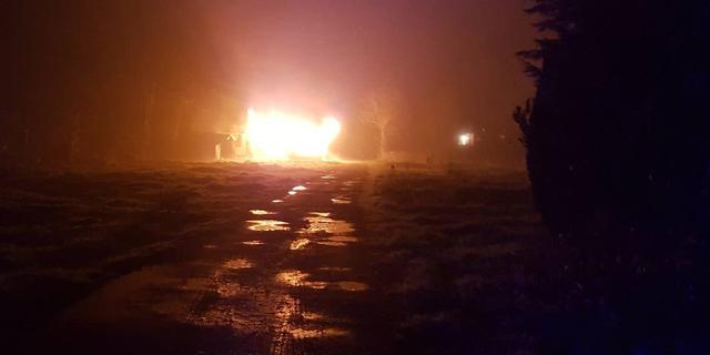 Caravan brandt volledig uit op camping Fort Oranje