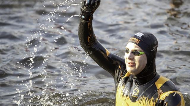 Van der Weijden doet nieuwe poging voor wereldrecord 24 uur zwemmen