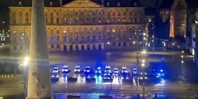 Dam vol politieauto's met zwaailichten voor ongeneeslijk zieke vrouw