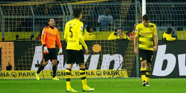 Bosz en Dortmund verspelen 4-0 voorsprong in bizarre derby tegen Schalke