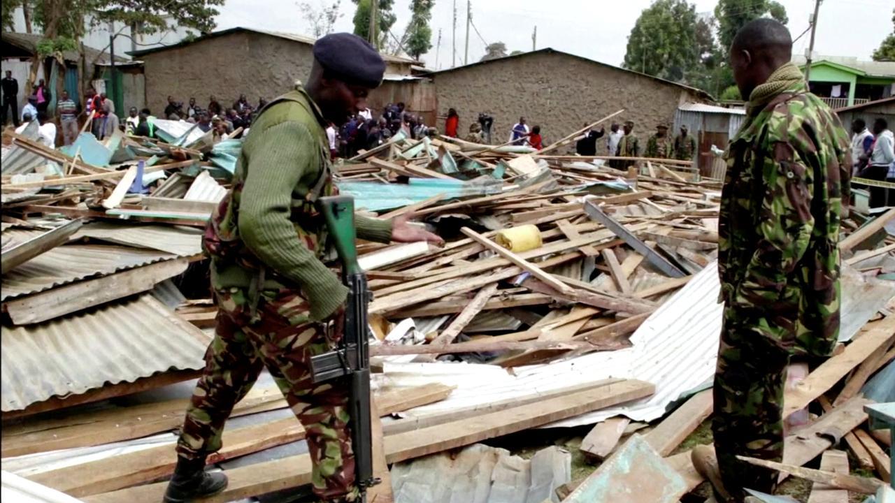 Kenianen zoeken naar slachtoffers onder ingestorte school